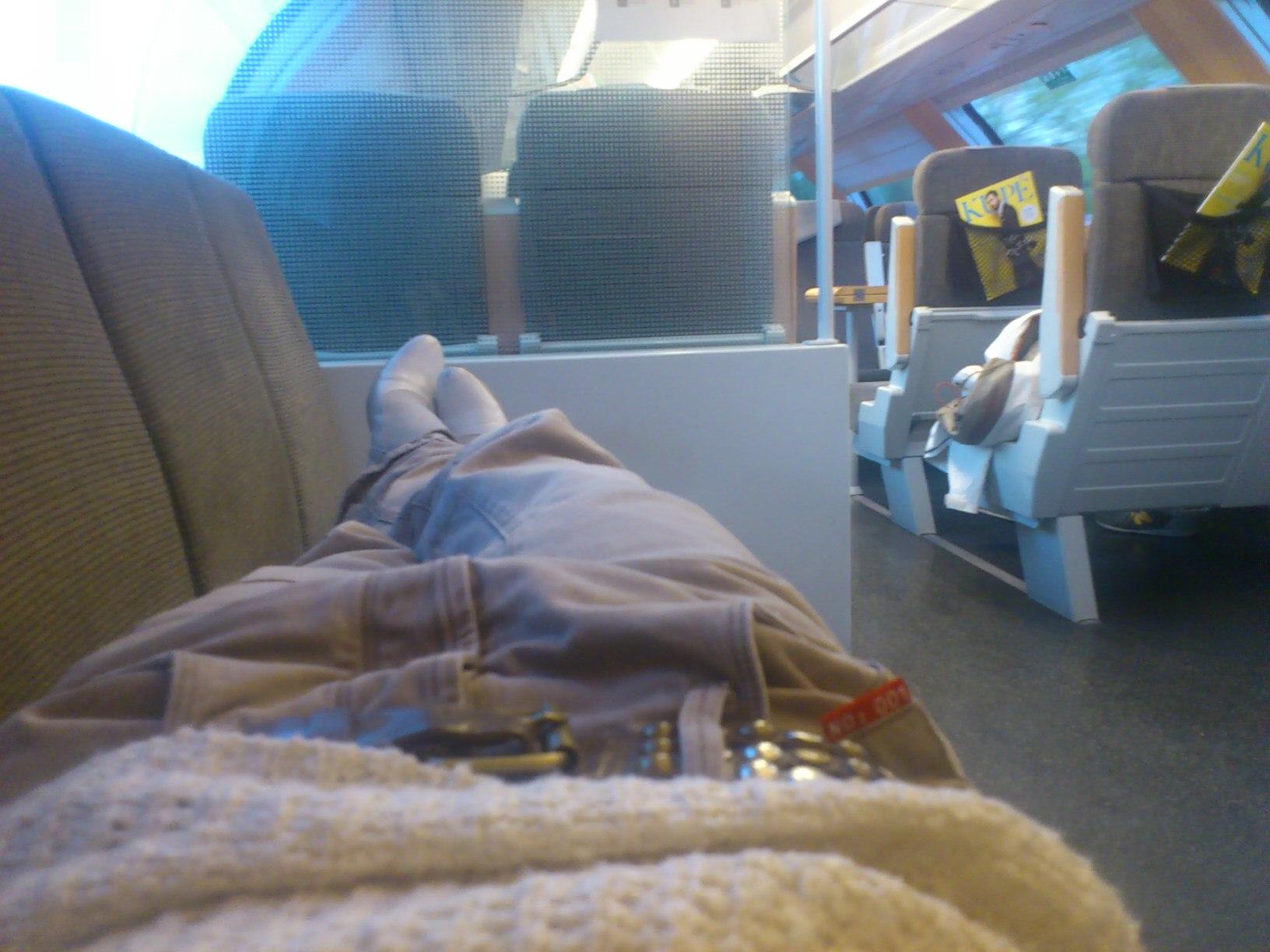 """Som vanligt hittade jag """"liggplats"""" på tåget en räddning för mitt diskbråck"""