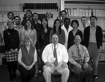 Dr Bob Pignolo i mitten tillsammans med hela forskar-teamet