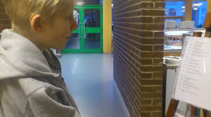 Hugo kolla matsedeln i skolan i morse :)