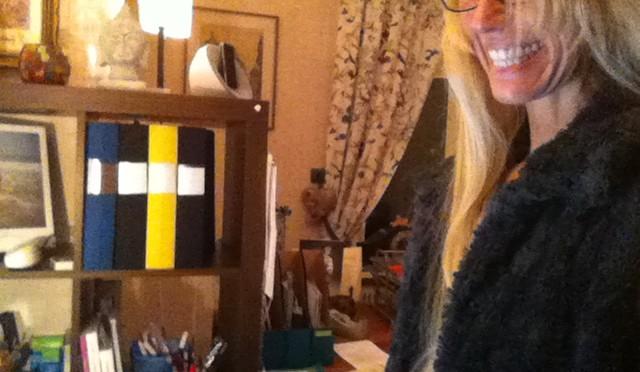 leende arbetande #FOPambassadör vid sin dator :)
